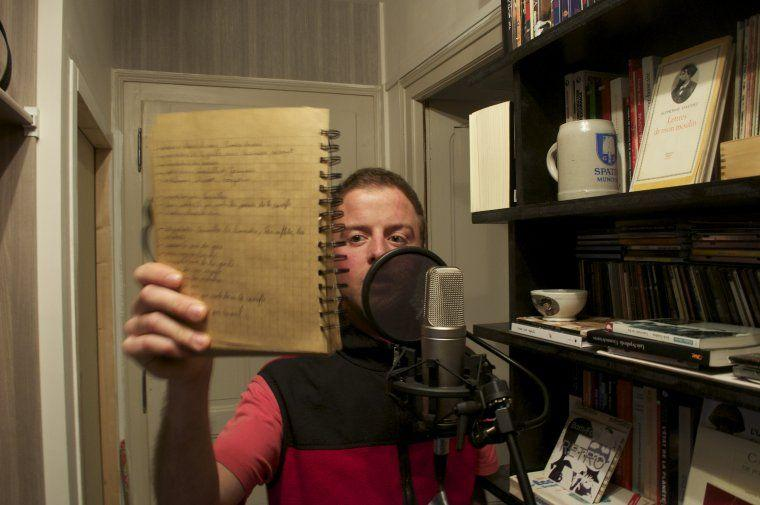 Guillaume Bodin recording the voice-overs in Silvère's flat.